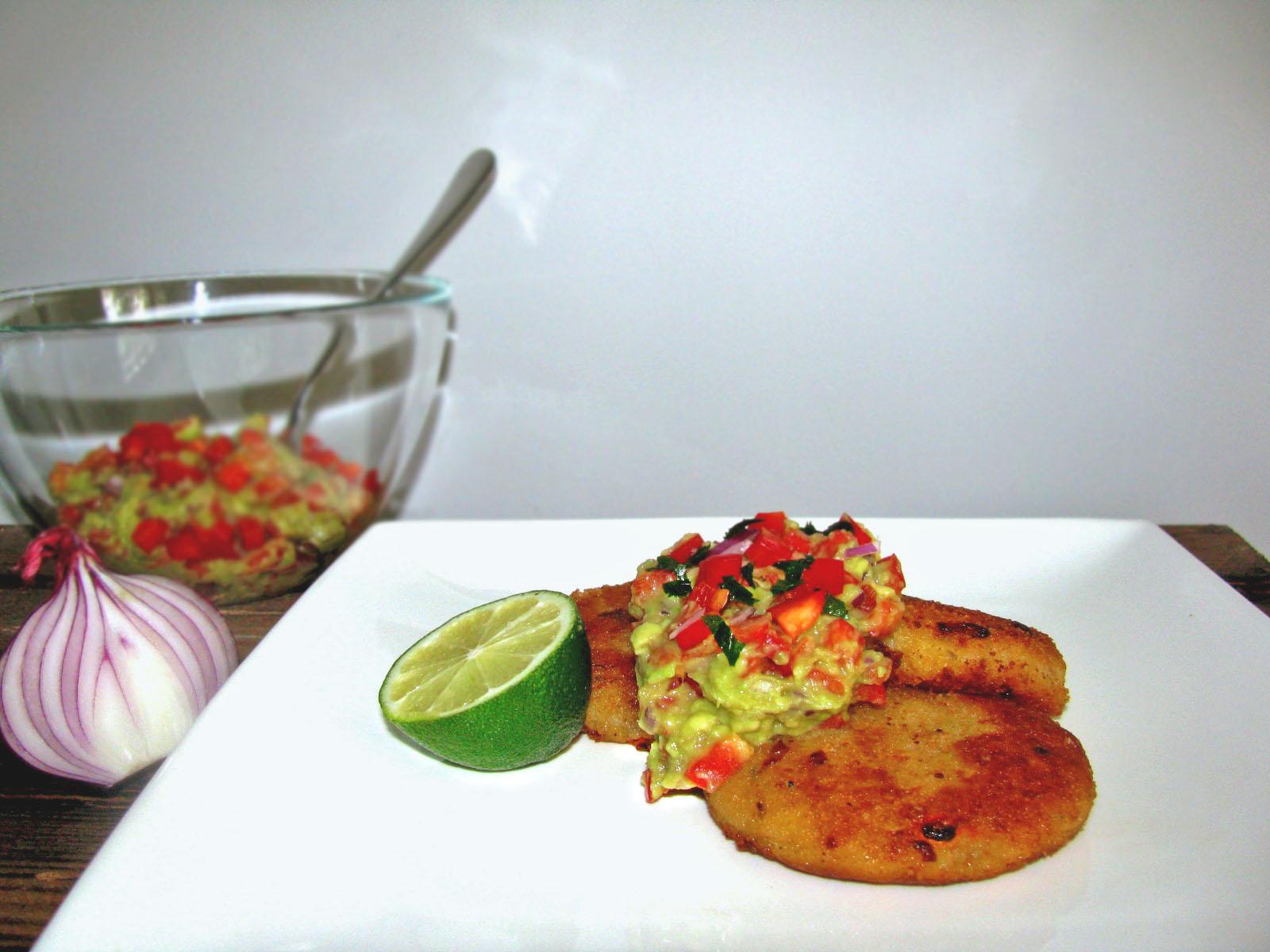 Kotlety ziemniaczane z paprykowym guacamole