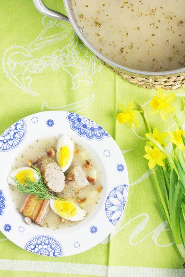 Żurek na żeberkach z ziemniakami