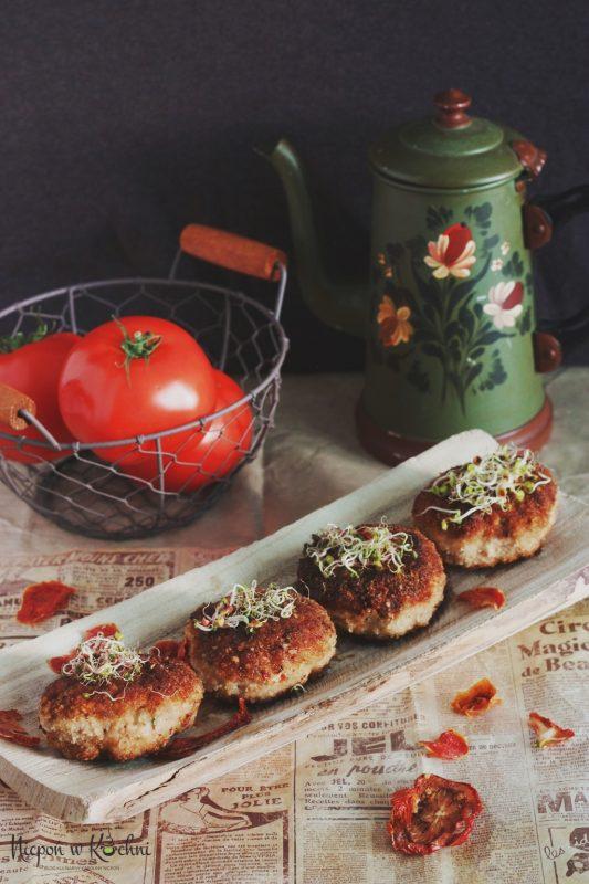 Kotlety mielone z suszonymi pomidorami i bazylią