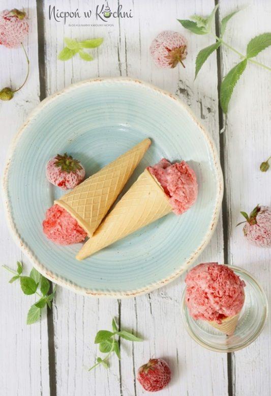 lody truskawkowe wegańskie