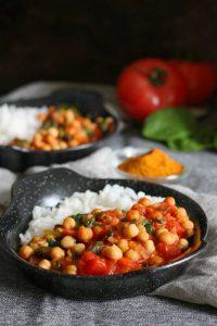 Ciecierzyca w pomidorach ze szpinakiem