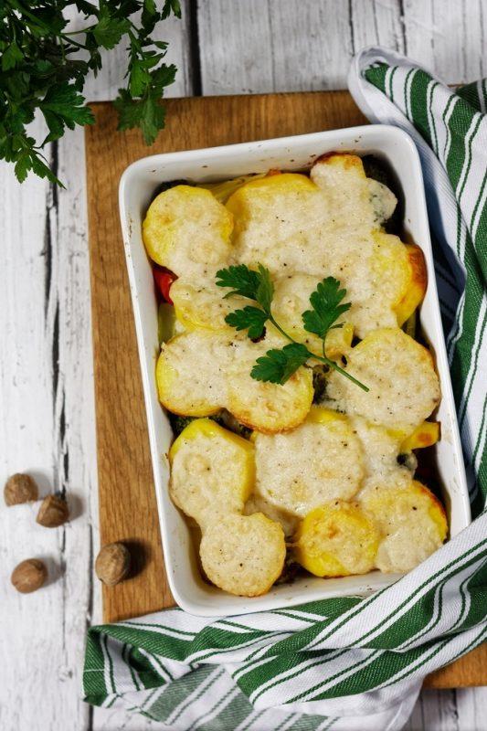 Zapiekanka ziemniaczana z warzywami i beszamelem (bez glutenu i mleka)