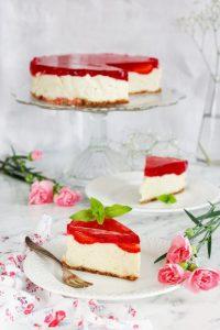 Jagielnik z truskawkami i galaretką wegańskie ciasto bez pieczenia