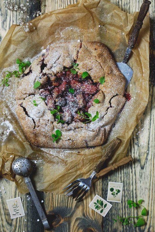 Rustykalna tarta z rabarbarem bezglutenowa wegańska