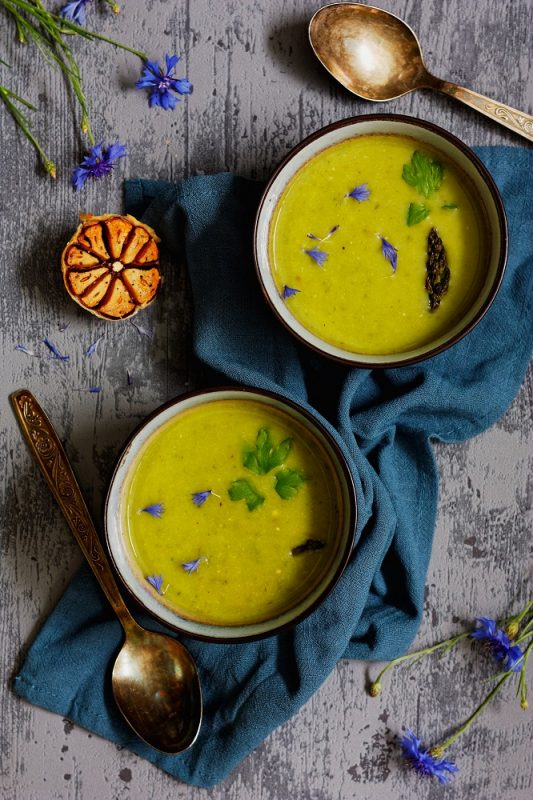 Zupa krem z pieczonych szparagów i czosnku