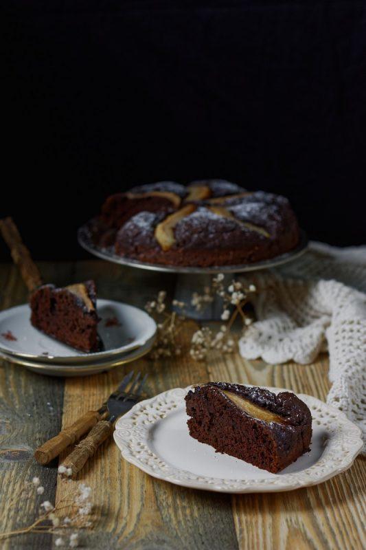 Szybkie ciasto czekoladowe z gruszkami