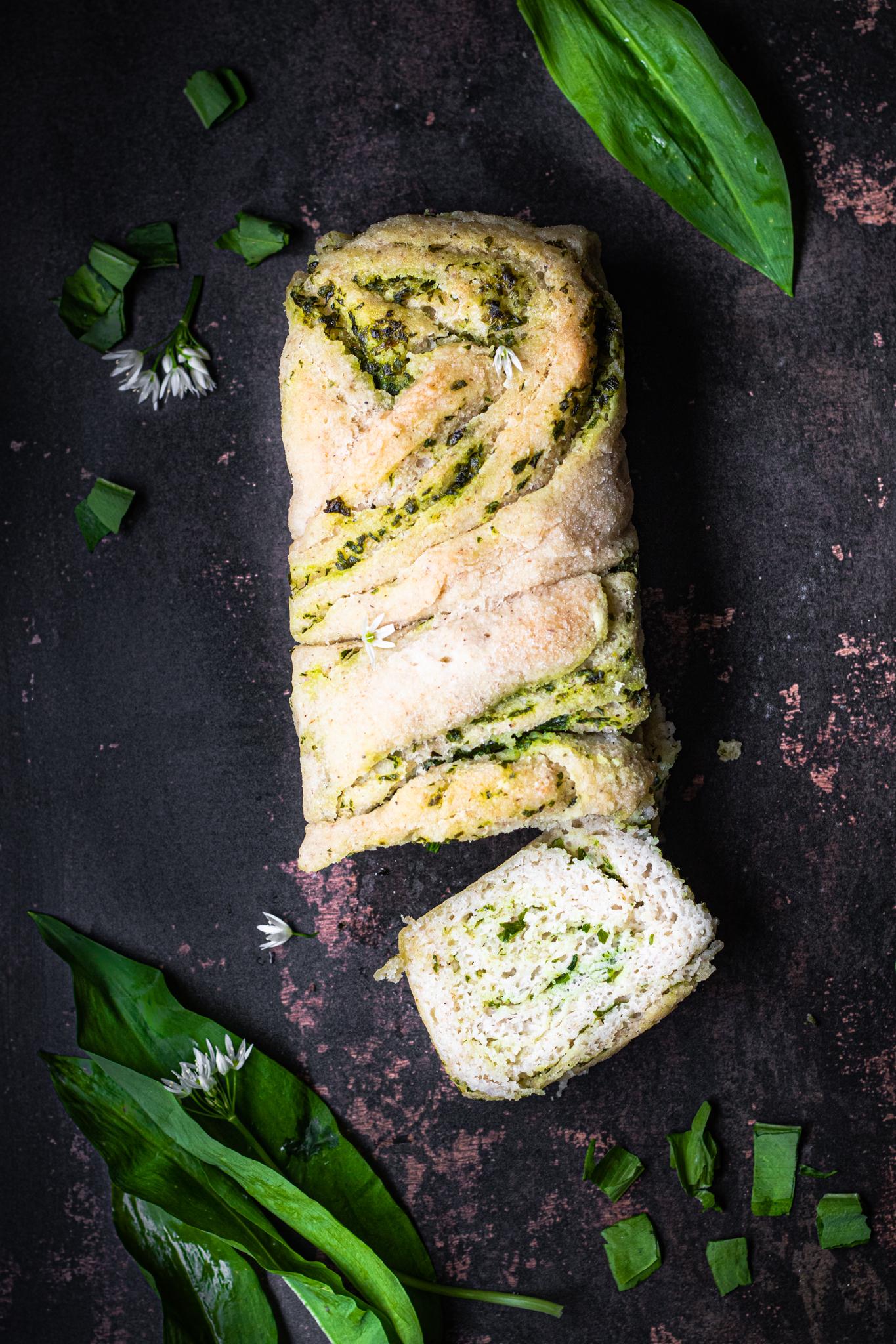 Bezglutenowy chlebek ziołowy z czosnkiem niedżwiedzim